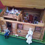 銀座教文館にて「ローラの丸太小屋のドールハウス」を公開